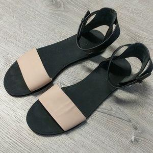 Vince 10 Sawyer Flats Sandals Black Tan Ankle Shoe